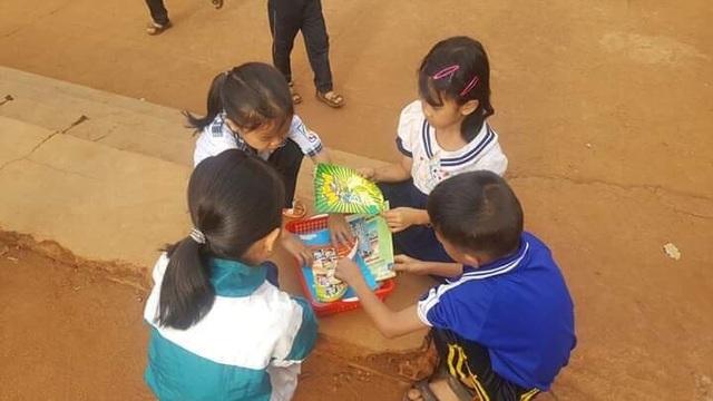 """Thiết thực dự án """"Thư viện về buôn"""" cho trẻ em nghèo - 4"""