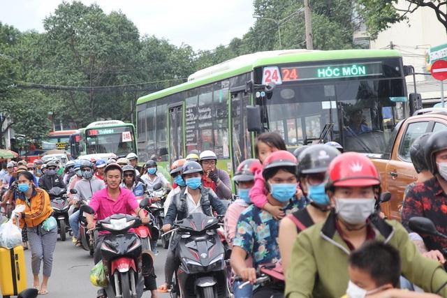 Ô nhiễm không khí gia tăng, TPHCM quyết kiểm soát khí thải xe 2 bánh - 1