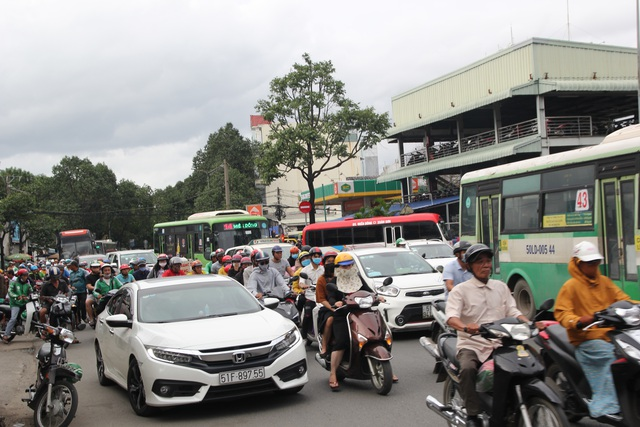 Phí đăng ký ô tô tại TPHCM là 20 triệu đồng - 2