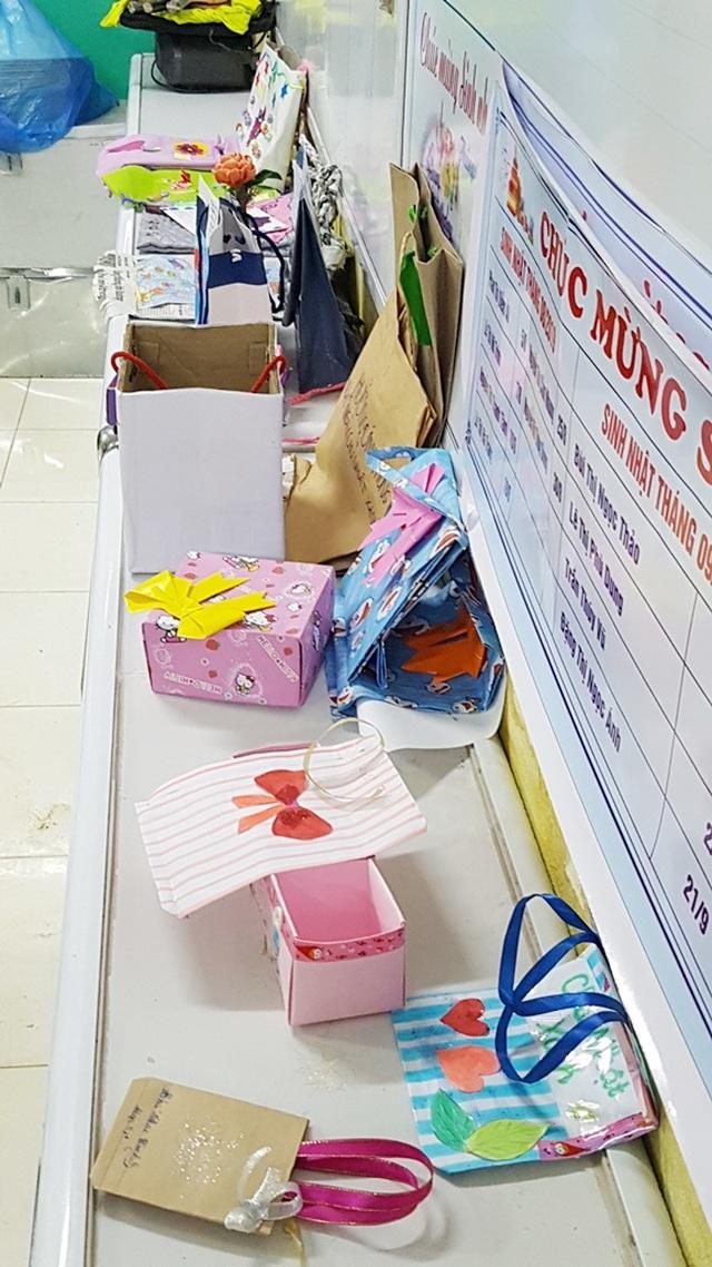 Học sinh cấp 1 làm hàng trăm túi giấy để bảo vệ môi trường - 4