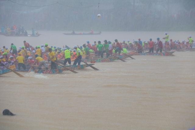 Quảng Bình: Rộn ràng lễ hội đua thuyền truyền thống ngày Tết Độc lập  - 1