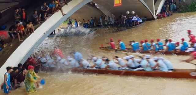 Quảng Bình: Rộn ràng lễ hội đua thuyền truyền thống ngày Tết Độc lập  - 5