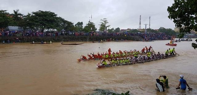 Quảng Bình: Rộn ràng lễ hội đua thuyền truyền thống ngày Tết Độc lập  - 4
