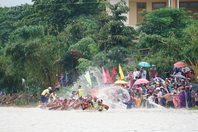 Quảng Bình: Rộn ràng lễ hội đua thuyền truyền thống ngày Tết Độc lập  - 3