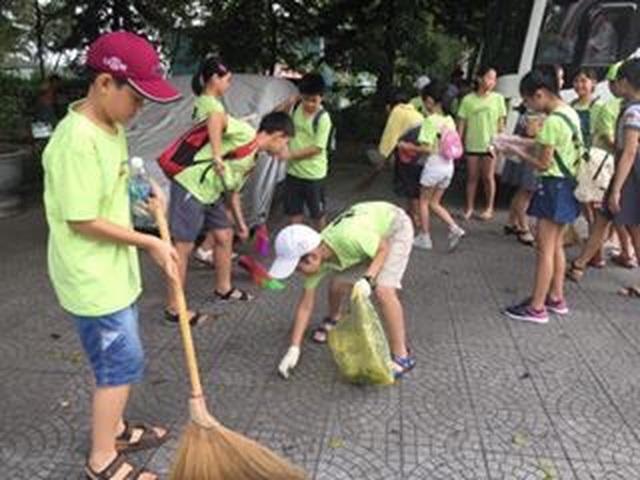 Học sinh cấp 1 làm hàng trăm túi giấy để bảo vệ môi trường - 5