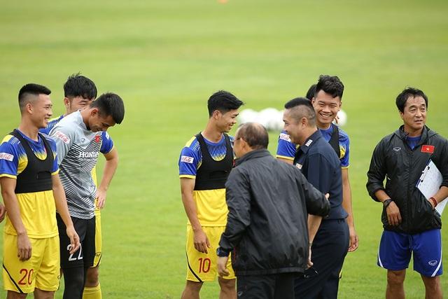 HLV Park Hang Seo bất ngờ gặp lại huyền thoại bóng đá Thái Lan - Ảnh minh hoạ 3