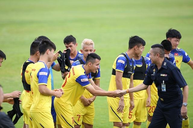HLV Park Hang Seo bất ngờ gặp lại huyền thoại bóng đá Thái Lan - Ảnh minh hoạ 4