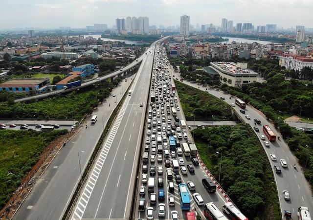 Cảnh đoàn xe ùn tắc hàng km ở cửa ngõ phía Nam Hà Nội - 2