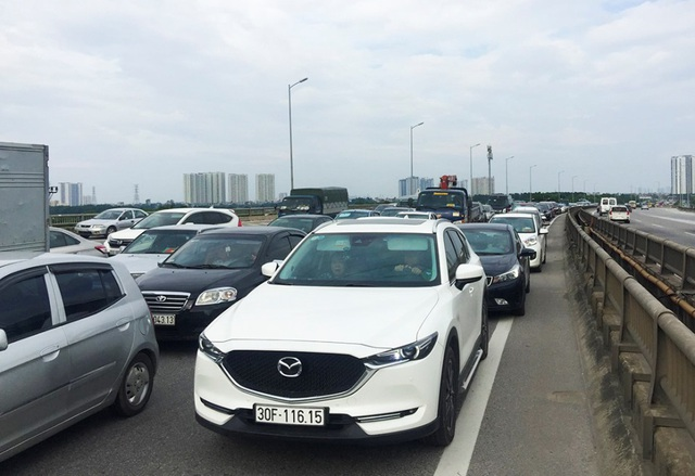 Cảnh đoàn xe ùn tắc hàng km ở cửa ngõ phía Nam Hà Nội - 6