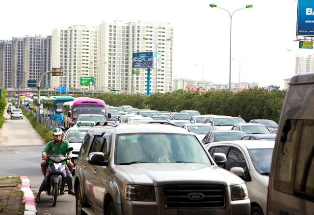 Cảnh đoàn xe ùn tắc hàng km ở cửa ngõ phía Nam Hà Nội - 7