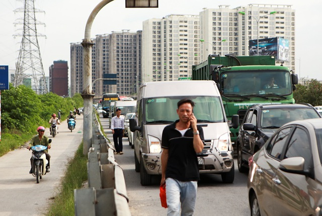 Cảnh đoàn xe ùn tắc hàng km ở cửa ngõ phía Nam Hà Nội - 8