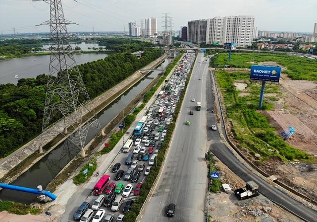 Cảnh đoàn xe ùn tắc hàng km ở cửa ngõ phía Nam Hà Nội - 9