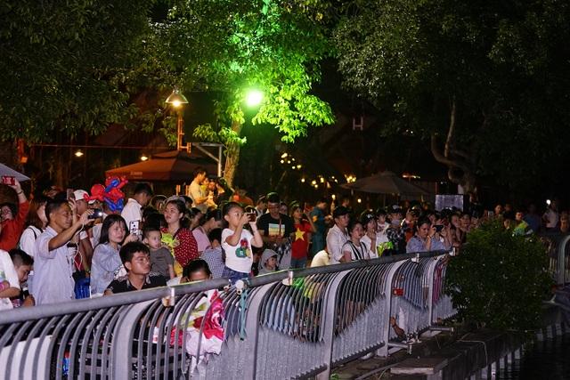 Người dân TPHCM mãn nhãn với màn pháo hoa ngày Quốc khánh - 1