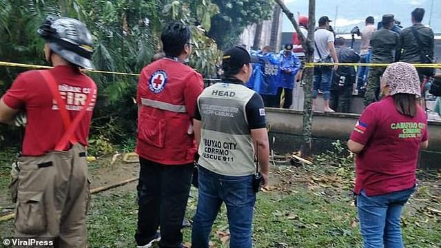 Khoảnh khắc máy bay cứu thương Philippines đâm vào khách sạn làm 9 người chết - 1