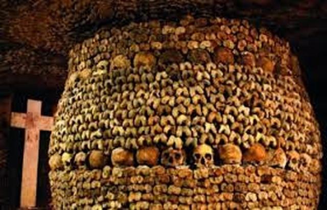 Rợn người bước xuống hầm mộ chứa gần 7 triệu bộ hài cốt - 3
