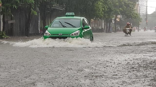Thành phố Vinh thất thủ vì mưa lớn kéo dài nhiều ngày - 3
