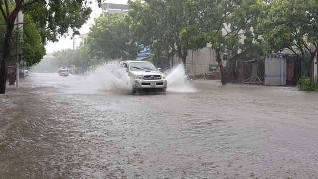 Thành phố Vinh thất thủ vì mưa lớn kéo dài nhiều ngày - 5