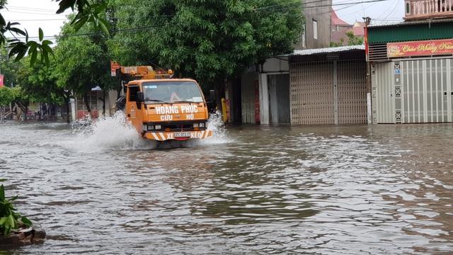 Thành phố Vinh thất thủ vì mưa lớn kéo dài nhiều ngày - 7