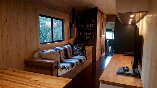 Người đàn ông biến một chiếc xe buýt cũ chỉ 2.200 USD thành một ngôi nhà nhỏ tuyệt đẹp - 6