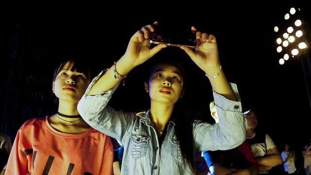 Người dân TPHCM mãn nhãn với màn pháo hoa ngày Quốc khánh - 6