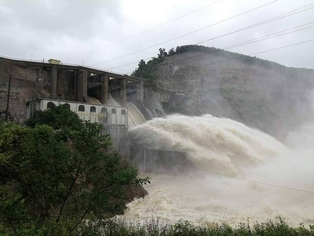 Thủy điện Hố Hô xả lũ khẩn cấp, nhiều vùng hạ du đang bị chia cắt - 1