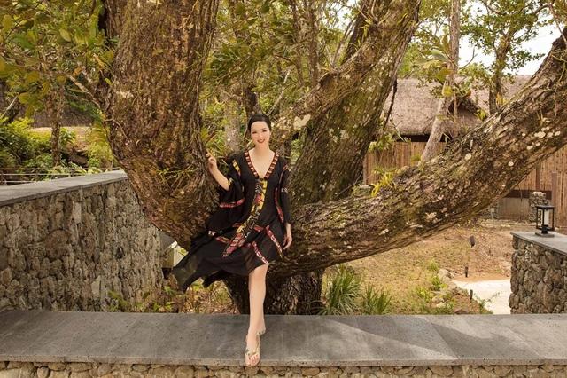 Hoa hậu Giáng My diện bikini khoe vóc dáng gợi cảm ở tuổi U50 - 11