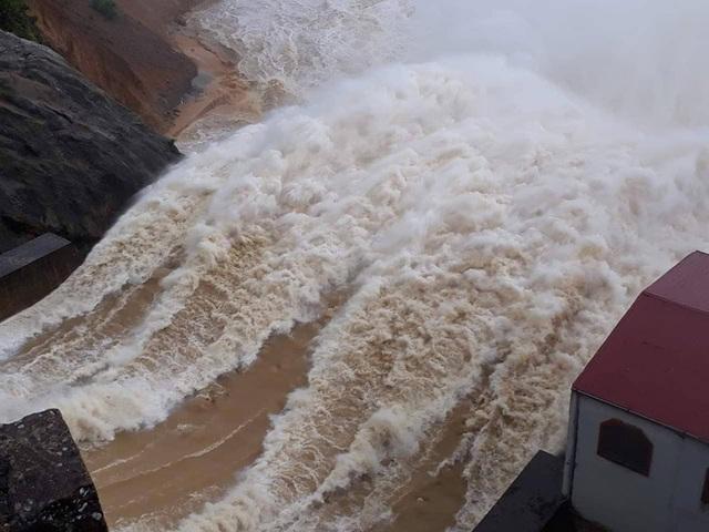 Sau Hố Hô, nhà máy thủy điện thứ 2 ở Hà Tĩnh xả lũ - 1