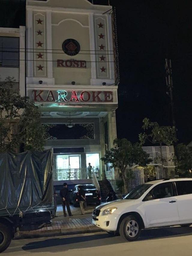 Phát hiện 15 nam, nữ đang phê ma tuý trong quán karaoke - 1