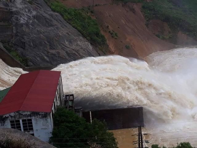 Thủy điện Hố Hô xả lũ khẩn cấp, nhiều vùng hạ du đang bị chia cắt - 3