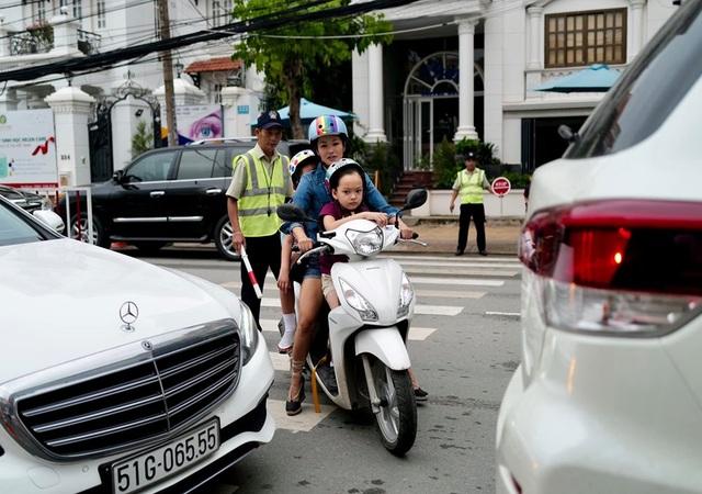 Sau ly hôn chồng ngoại quốc, cuộc sống của diva Hồng Nhung giản dị bất ngờ - 4