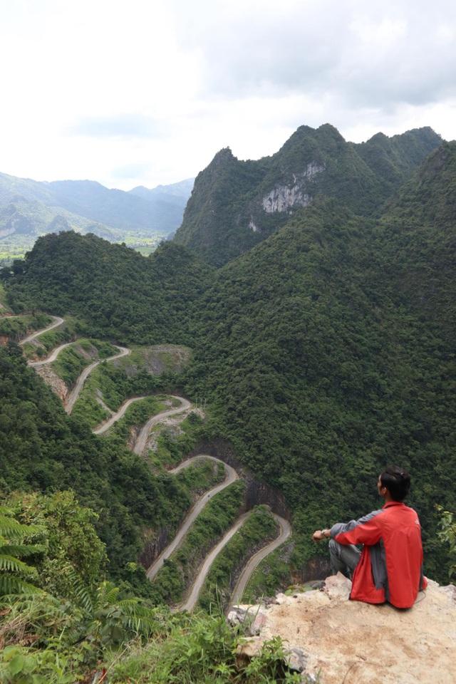 """Theo chân """"phượt thủ"""" khám phá đèo 14 tầng nổi tiếng bậc nhất ở Cao Bằng - 1"""