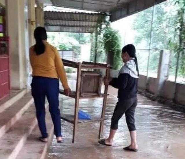 Hà Tĩnh: Các trường đồng loạt cho học sinh nghỉ học vì mưa lớn - 1
