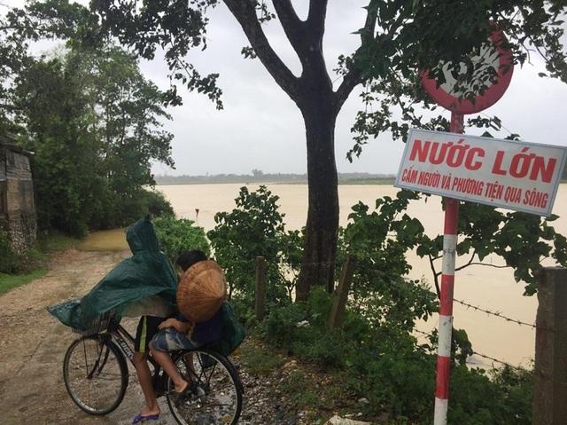 Hà Tĩnh: Các trường đồng loạt cho học sinh nghỉ học vì mưa lớn - 2