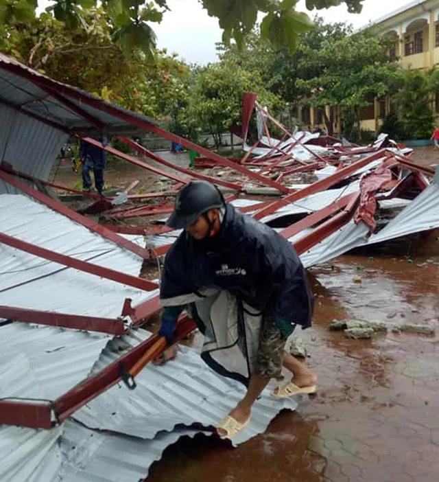 Hà Tĩnh: Trường học bị lốc xoáy quật tốc mái ngay trước ngày khai giảng - 2