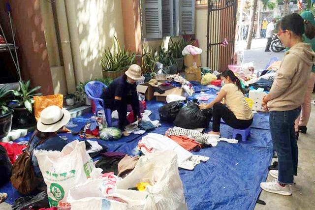 Chợ ở Sài Gòn, khách đến chỉ việc lấy đồ, không cần trả tiền - 4