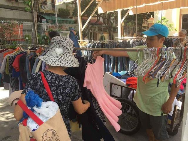 Chợ ở Sài Gòn, khách đến chỉ việc lấy đồ, không cần trả tiền - 5