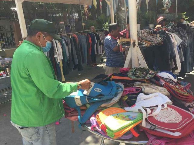 Chợ ở Sài Gòn, khách đến chỉ việc lấy đồ, không cần trả tiền - 7