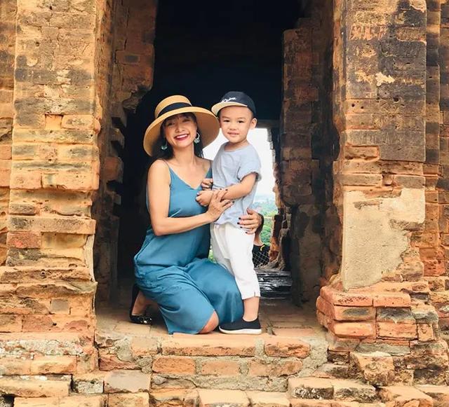 Diễn viên Việt Trinh hạnh phúc bên con trai trong kỳ nghỉ lễ - 12