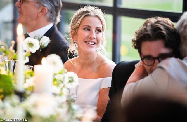 Ellie Goulding thay 4 chiếc váy trong ngày cưới - 7