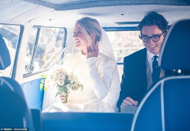 Ellie Goulding thay 4 chiếc váy trong ngày cưới - 8