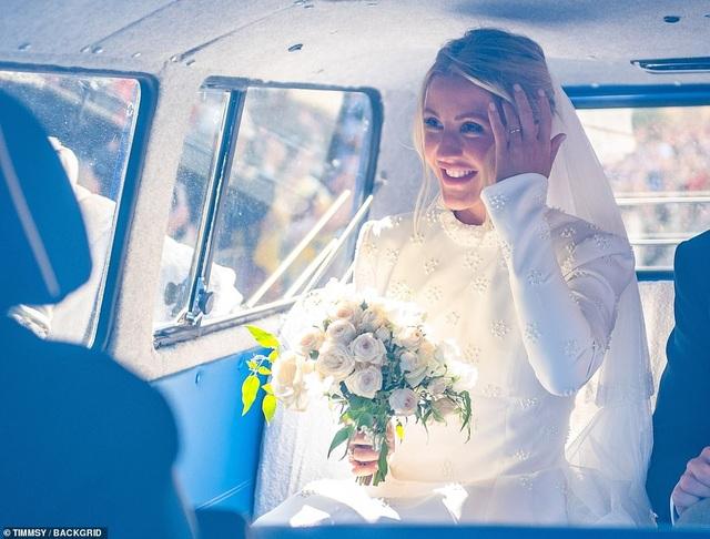 Ellie Goulding thay 4 chiếc váy trong ngày cưới - 9