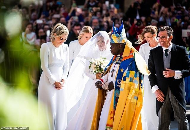 Ellie Goulding thay 4 chiếc váy trong ngày cưới - 11