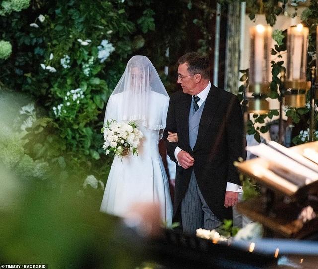 Ellie Goulding thay 4 chiếc váy trong ngày cưới - 12