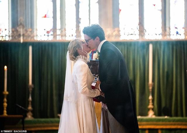 Ellie Goulding thay 4 chiếc váy trong ngày cưới - 13