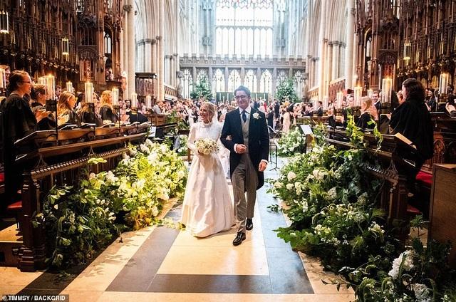Ellie Goulding thay 4 chiếc váy trong ngày cưới - 14
