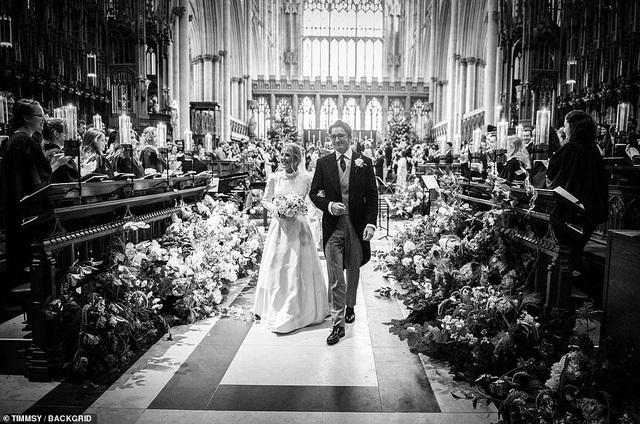 Ellie Goulding thay 4 chiếc váy trong ngày cưới - 17