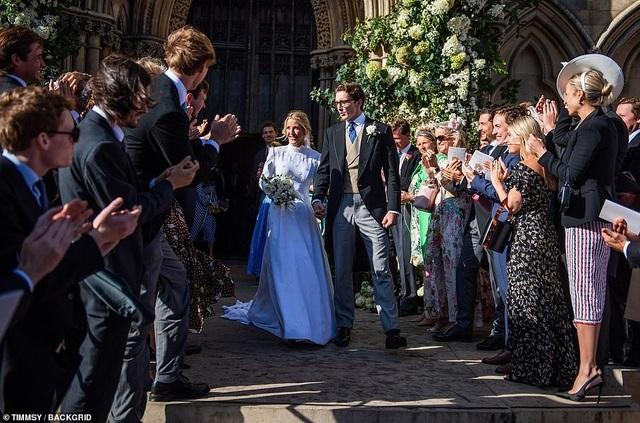Ellie Goulding thay 4 chiếc váy trong ngày cưới - 18