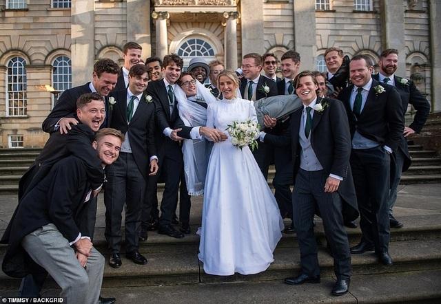 Ellie Goulding thay 4 chiếc váy trong ngày cưới - 19