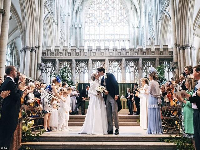Ellie Goulding thay 4 chiếc váy trong ngày cưới - 21