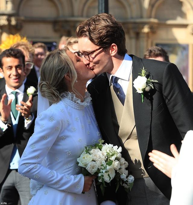 Ellie Goulding thay 4 chiếc váy trong ngày cưới - 22